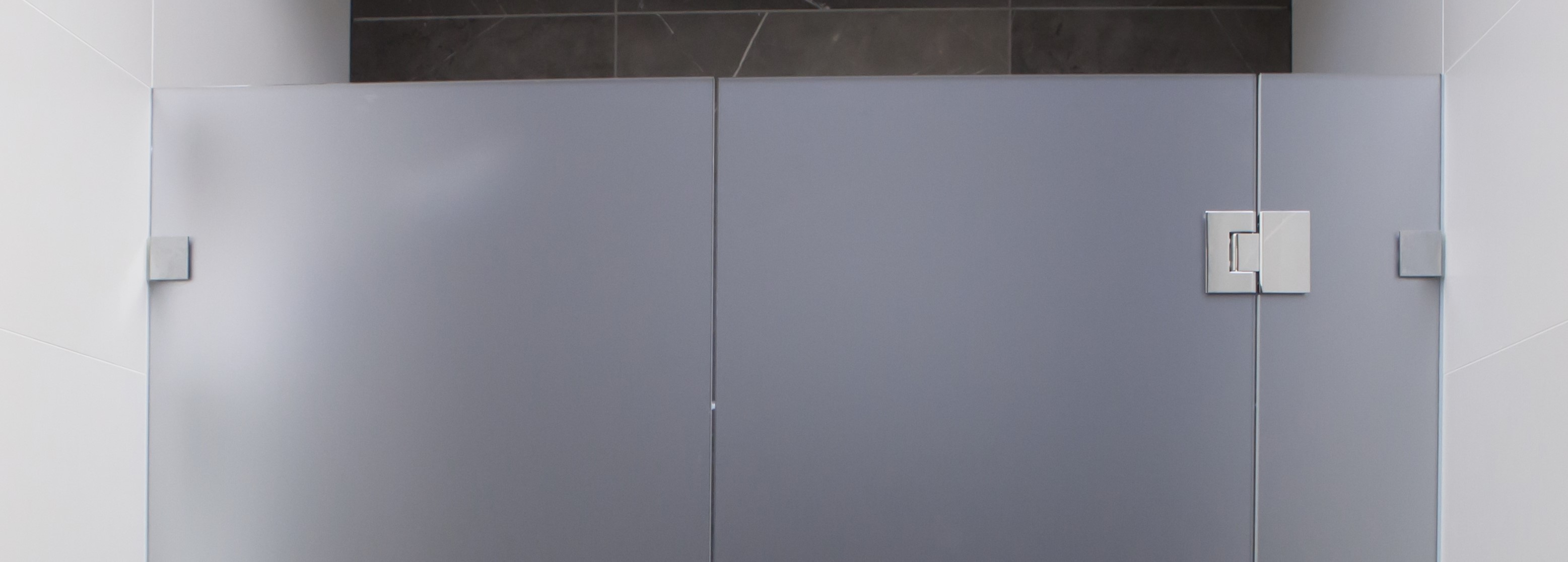 SHOULD MY SHOWER SCREEN BE FIXED WITH WALL BRACKETS OR SILICONED INTO WALL CHANNEL?